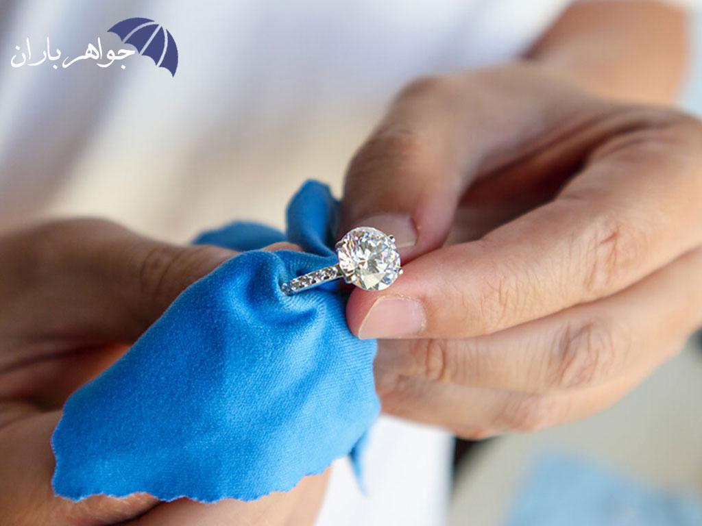 راهکارهای ساده برای پاکسازی انواع جواهرات