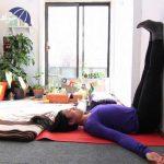انجام چند حرکت ساده یوگا برای رفع خستگی