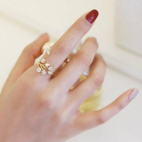 معنی انداختن انگشتر در هر انگشت