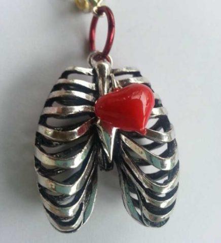 جواهراتی عجیب به شکل بدن انسان!